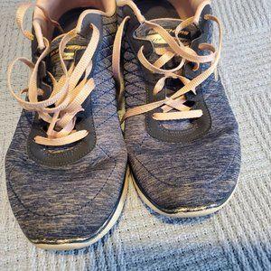 Women's Sketchers Memory Foam Size 11 Shoes